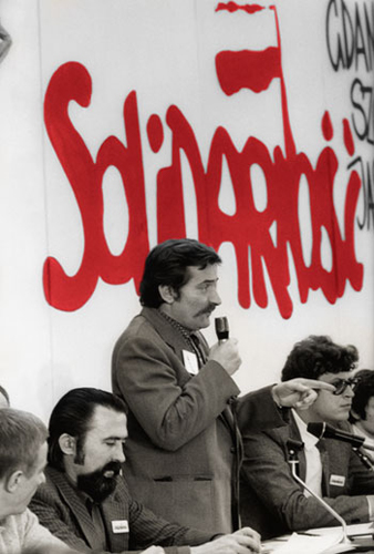 the history of the solidarity movement in poland The european solidarity centre ( polish : europejskie centrum solidarności ) is a museum and library in gdańsk , poland, devoted to the history of solidarity , the polish trade union and civil resistance movement, and other opposition movements of communist eastern europe .
